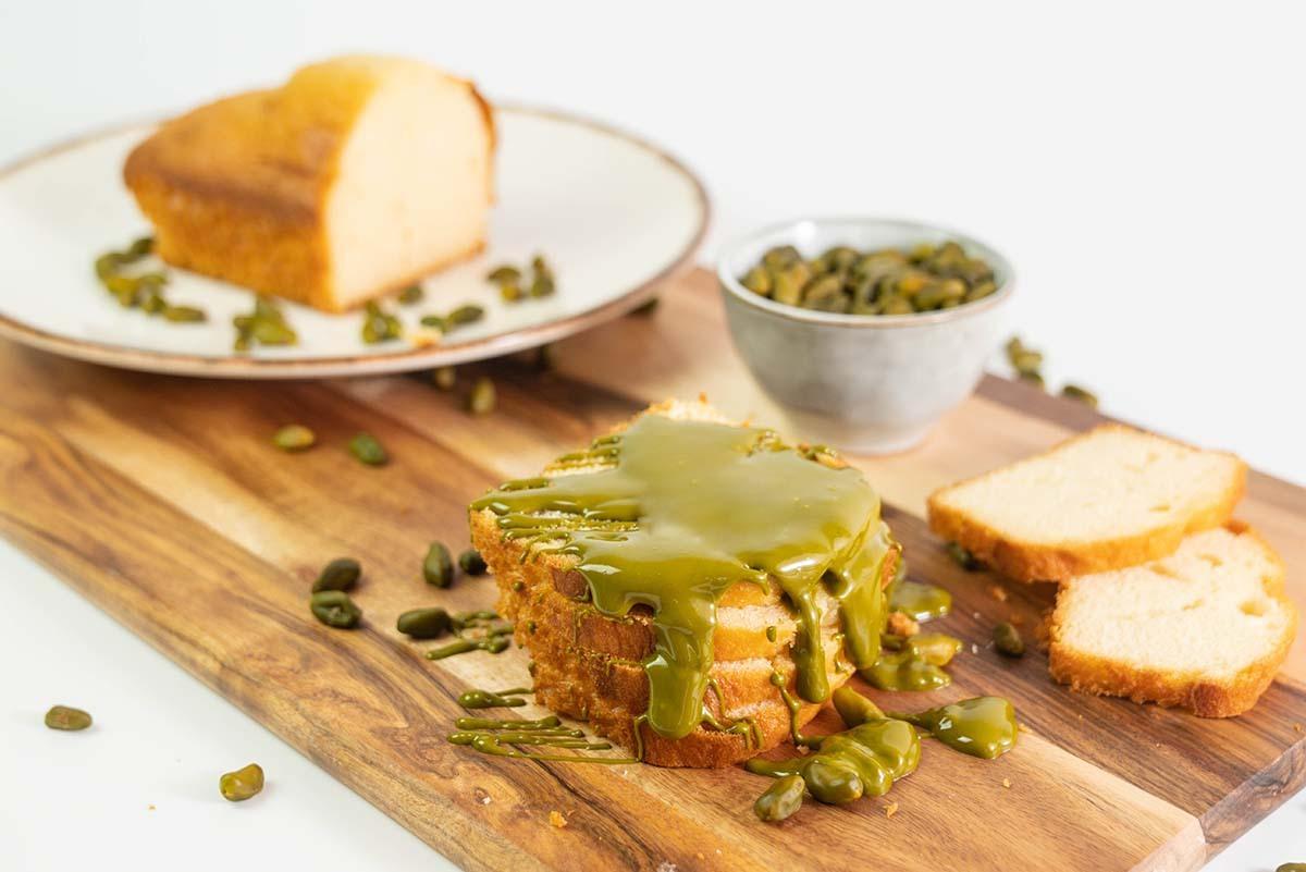 Receta de bizcocho de yogur con crema de pistacho